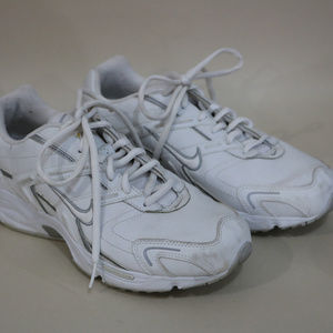 Woman's Nike White Tennis Shoes 10.5